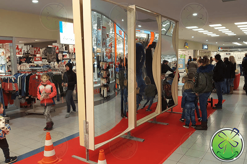 Smile mirrors are popular in shopping centers