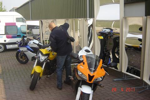 Moto 73 in action to put the bikes nicely in the photo in the laughing mirrors.