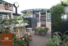 Mother's Day promotion at Groenbloem in Heerhugowaard. 4 Laughing mirrors are set up between the flowers.